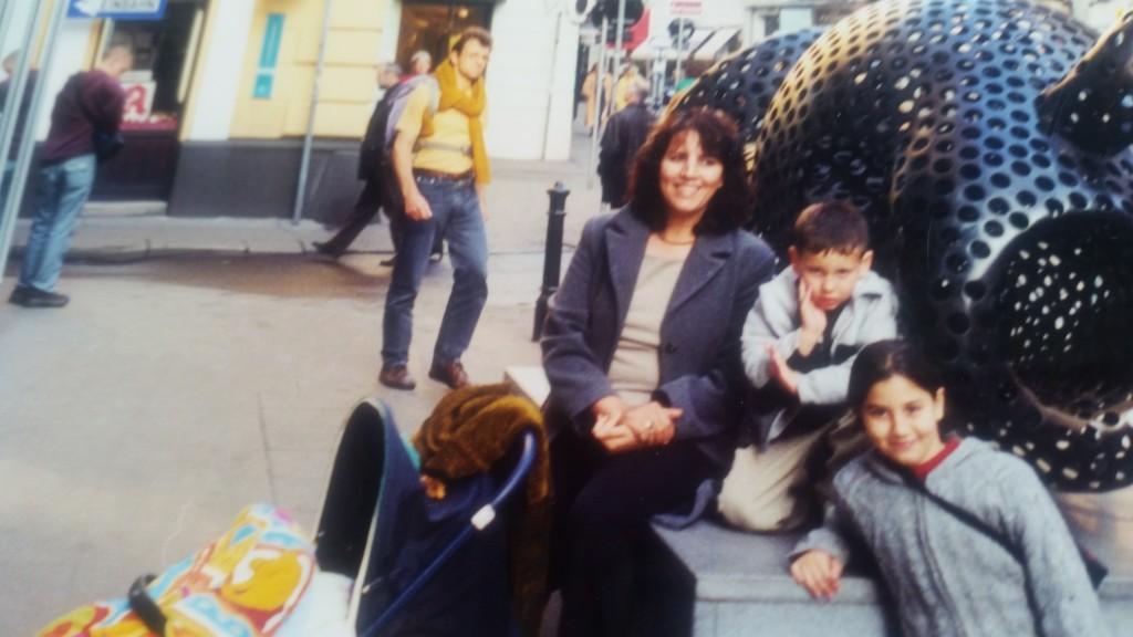 גם כשהם בשליטתנו, יש דברים שהם לא ממש מרוצים מהם... כמו איתי, כשמדובר בתמונות משפחתיות...